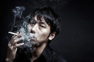 ワードプレス Green Ring タバコを吸う男性